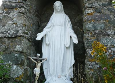Statue of St Non in the grotto next to St Non's Well